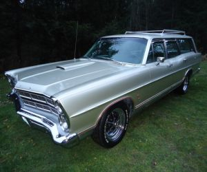 1967 Ford Country Sedan front