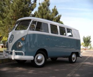 1967 Volkswagen Bus Vanagon left front
