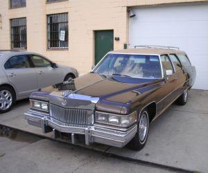 1974 Cadillac Fleetwood front