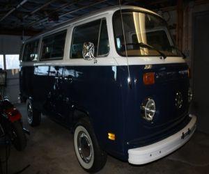 78 Volkswagen Microbus front