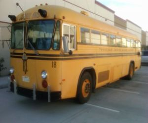 1985 Crown Super coach school bus fornt right