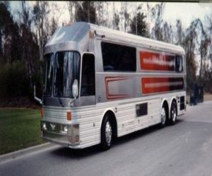 1987 Silver Eagle Entertainer rv front right
