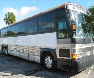 1990 MCI 102A3  front