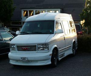 1995 Safari XT Extended Cargo Minivan front