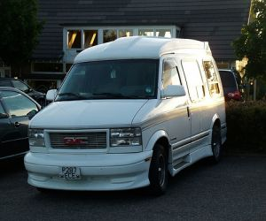 1996 GMC G2500 front