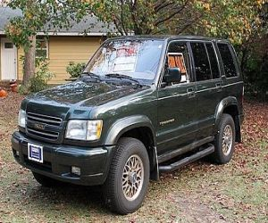 2001 Isuzu Trooper Limited Edition SUV front
