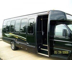 2004 Ford Limo Party Bus right front
