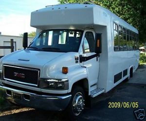 2005 GMC 5500 Diamond Coach Bus left front