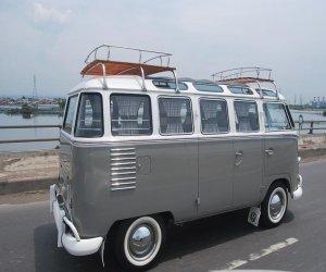 Image of a 1962 Volkswagen camper bus