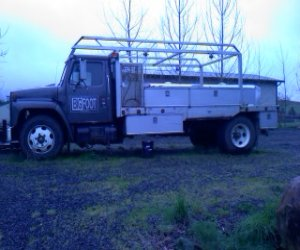 Image of a 1989 International Service Truck