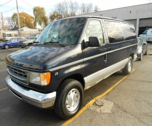 Image of a 1999 Ford Econoline ClubWagon