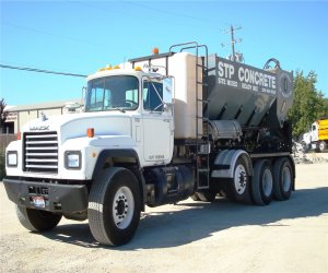 Image of a 2001 Mack Rd690s