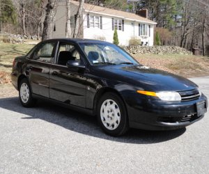 Image of a 2001 Saturn L200