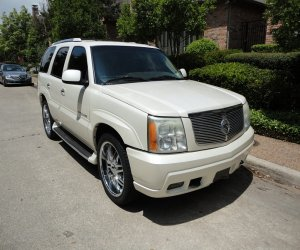 Image of a 2003 Cadillac Escalade
