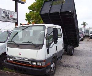 Image of a 2004 Mitsubishi Dump Truck 209